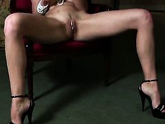 Anita Queen kills time dildoing her love tunnel for cam