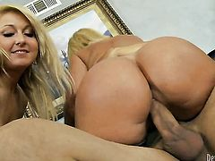 Naughty harlot Mellanie Monroe wraps her lips around David Losos throbbing schlong