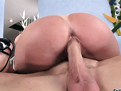 Johnny Sins is horny and cant wait no more to pound dangerously sexy Darla Cranes bum hole