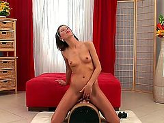 Amanda Vamp rides on Sybaian to orgasm