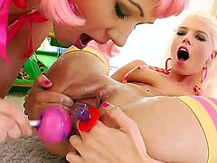 Perverted lesbians Jayda Diamonde and Katie Angel fill their huge gapes with fancy colored toys and get orgasms