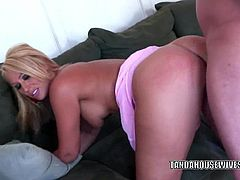 Mature hottie Mellanie Monroe gets her twat dicked