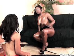 Aryana Starr and Nevaeh Keyz fulfill their sexual needs fingering each others love hole