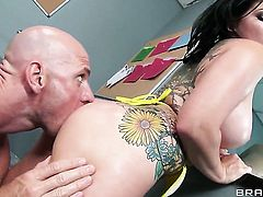 Johnny Sins gives irresistibly hot Casey Cumzs beaver a try in hardcore sex action