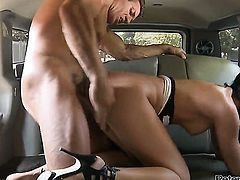 Larissa Dee lets hot guy fuck her pussy