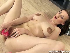 Kinky brunette chick Nancy shows her natural tits for the cam and rubs her big nipples. Then she fucks her twat with a dildo and pees in a glass.