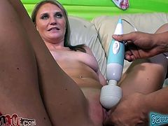 Jordan Denae is a stunning blomde who knows what oral sex is all about. She sucks her lover's cock with great enthusiasm. Then she sits on his face so he can lick her wet pussy.