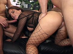 Sizzling hot gorgeous brunette babe gets her sweet tight ass stuffed as she takes huge cock for non-stop drilling fun. Watch her pussy get crazy wet when she get fucked in both holes