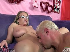 Busty blonde hottie Jessica Moore gets her pussy eaten out