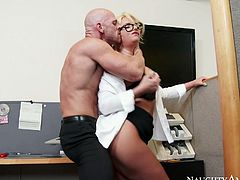 Bald headed dude Johnny Sins fucks hard busty harlot. Then she kneels down to give him best ever yum-yum blowjob. Don't skip this extremely hot naughty America sex tube video.