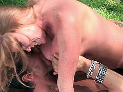 Sweet Sinner's milf is about to have a huge orgasm during top outdoor porn