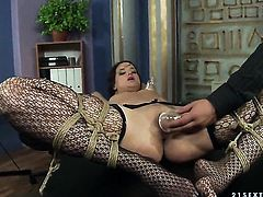 Brunette Andy Brown enjoys rock solid pole in her mouth