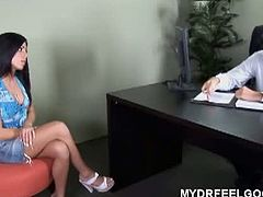Sweetie Eva got herself blindfolded after the psychologist recommend her to do for her cure of her psychological problem. Watch the pervert doctor exploring the girl's curvy body