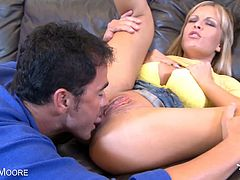 Bosomy Jessica Moore screwed deep on her clit