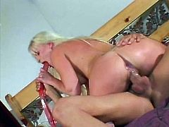 Slutty blonde Saana lets her BF fuck her pussy and asshole with a double dildo. Then she gives a blowjob to the guy and they have amazing doggy style sex.