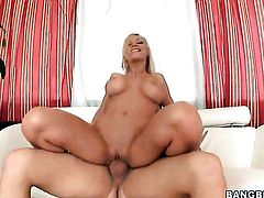 Helena Sweet with round bottom is in heat in steamy oral action with hot guy