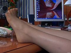 Nylon Feet Line brings you a hell of a free porn video where you can see how a hot brunette in pantyhoses dildos her sweet cunt into heaven while assuming very naughty poses.