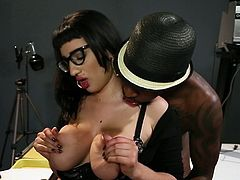 Interracial fuck with a voluptuous angel