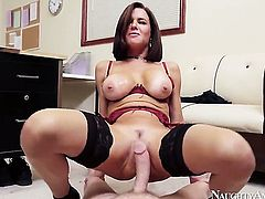 Exotic Veronica Avluv just feels intense sexual desire and fucks Mark Wood like crazy