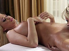 Erotic massage between golden beauties in heats