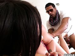 Lindy Lane lets man cover her nice face in jizz