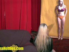 Banana Hotties brings you a hell of a free porn video where you can see how a nasty blonde hottie teases and provokes with her body while assuming very naughty poses.