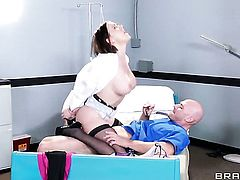 Johnny Sins cant wait any longer to insert his sausage in irresistibly hot Krissy Lynns mouth