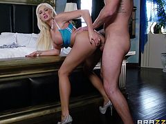 Captivating blonde Summer Brielle is having fun with Clover indoors. She drives the man crazy with a deepthroat blowjob and lets him fuck her vagina from behind and in the cowgirl position.