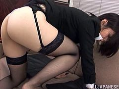 The kinky office slut is on the move again. She takes her clothes off, reveals nasty lingerie, and lets her partner to shove a slim toy into her asshole.