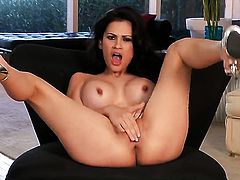 Vanessa Veracruz loses control after taking fingers in her fuck hole