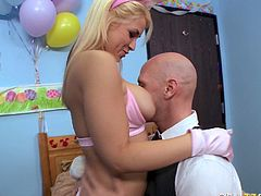 Kinky and amazing light haired babe with nice ass sucks the dick and gets her tits licked. Have a look at thus chick in Brazzers Network sex video.
