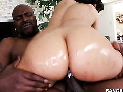 Gia Steel with big ass gives it to hot man and makes him explode