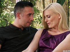 Engaging blonde Darryl Hanah is having fun with Keiran Lee indoors. Darryl pleases Keiran with a blowjob, then lets him drive his schlong in her pussy and enjoys anal doggy style sex.