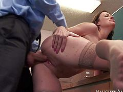Office slut Sovereign Syre says Welcome to new guy Bill Bailey in her own way. Big ass lady takes his cock in her love box after giving head and titjob on her knees. This passionate woman leaves him satisfied.