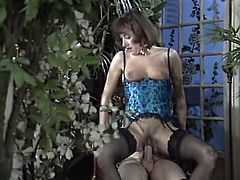 Kinky guy anal fucks his dark haired dumpy chick in orangery