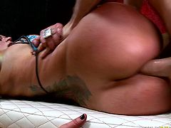Sassy chick Nikita Denise gets her bubbled ass rammed hard
