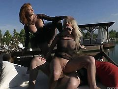 Alexis Crystal cant stop sucking in insane oral action with hot guy Ian Scott before anal sex