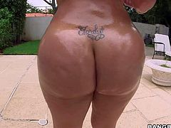 Destiny is another curvy big ass sexy that shows off her amazing body with no shame. Busty lady shakes her huge bubble butt right in the pool and then gets her shaved meaty pussy finger fucked by curious guy.