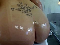 Take a look at this solo scene as you're guaranteed to end up with a serious boner as you watch the beautiful London Keys shows off her great ass and big round tits while taking a bath.