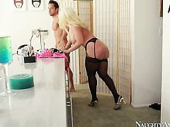Alura Jenson fucking like a pro in sex action with Johnny Castle