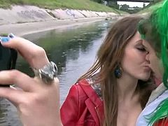 Girls Out West brings you a hell of a free porn video where you can see how a green-haired lesbian and her friend play outdoors while assuming very interesting poses.