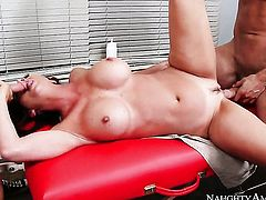 Van Wylde gets pleasure from fucking With phat booty and bald snatch in her hole