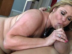 Amazing sex with the chubby blonde milf Samantha