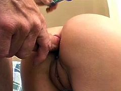 Amateur blonde milf tries a few things