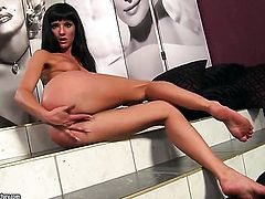 Brunette Sarah Diamant loves masturbating for you to watch and enjoy