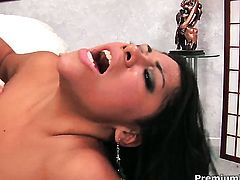 Chicana Cassandra Cruz gets turned on then mouth fucked