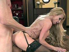 Bosomy blonde whore Taylor Wane gets her cunt drilled by Jordan Ash