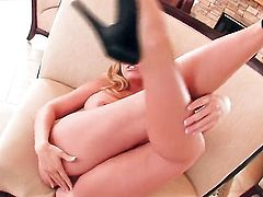 Heather Summers with juicy knockers and hairless cunt gets the pleasure from pussy rubbing