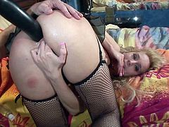 Rapacious fair haired bitch Kelly Wells gets ass fucked in cowgirl pose