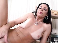 India Summer with phat butt feels intense sexual while jerking man off